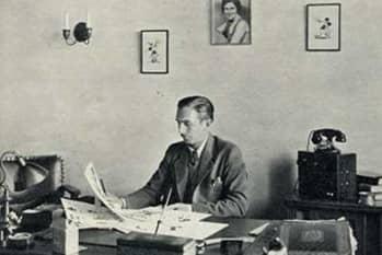 006 1932 Walt Disney con escritorio