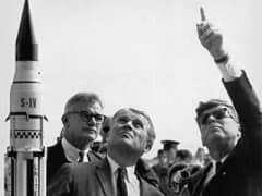 037 Wernher v Braun c John F Kennedy en Cape Canaveral noviembre1963